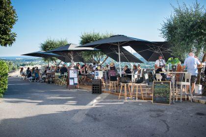 Terrasses des restaurants Obatik, Un Coeur en Provence, Chez Andréas et Malabar